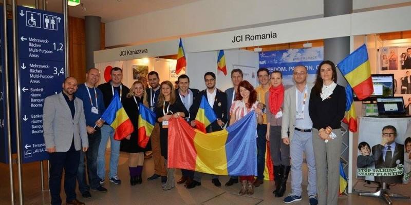 O+parte+din+delegatia+Romaniei,+la+standul+tarii+noastre