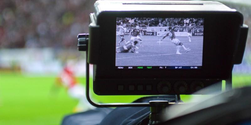 O camera de transmisie TV este vazuta in timpul meciului Dinamo Bucuresti - Petrolul Ploiesti din etapa a VIII-a a Ligii I, in Bucuresti, sambata, 21 septembrie 2013. VLAD STAN / MEDIAFAX FOTO